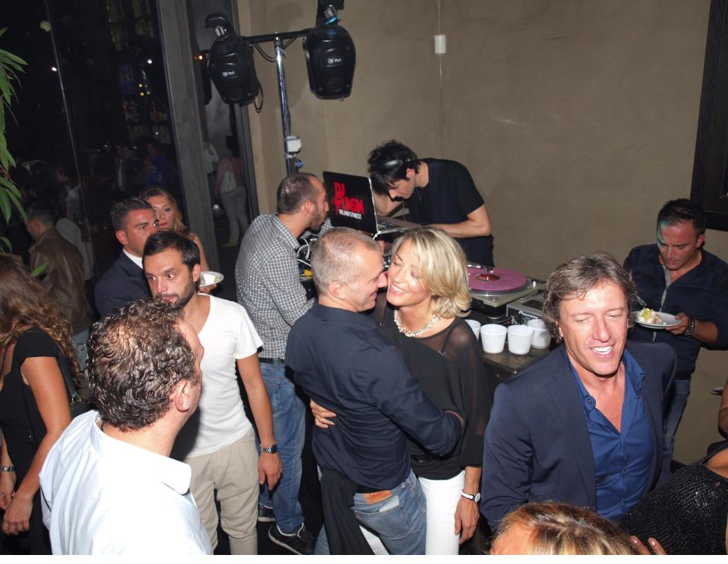 Living milano 7 novembre discoteca lounge locale notturno dj flash