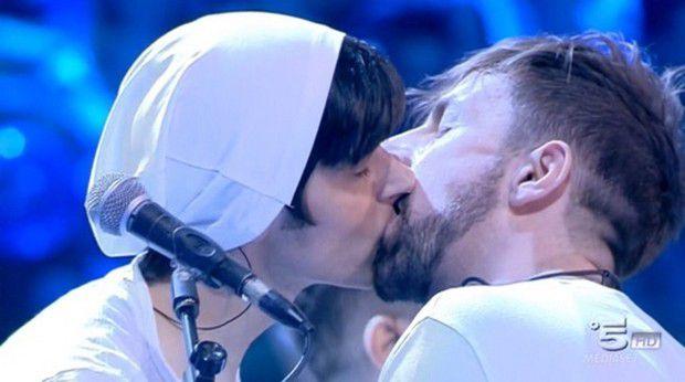 Amici: Il bacio tra Daniele e Alessandro dei La Rua